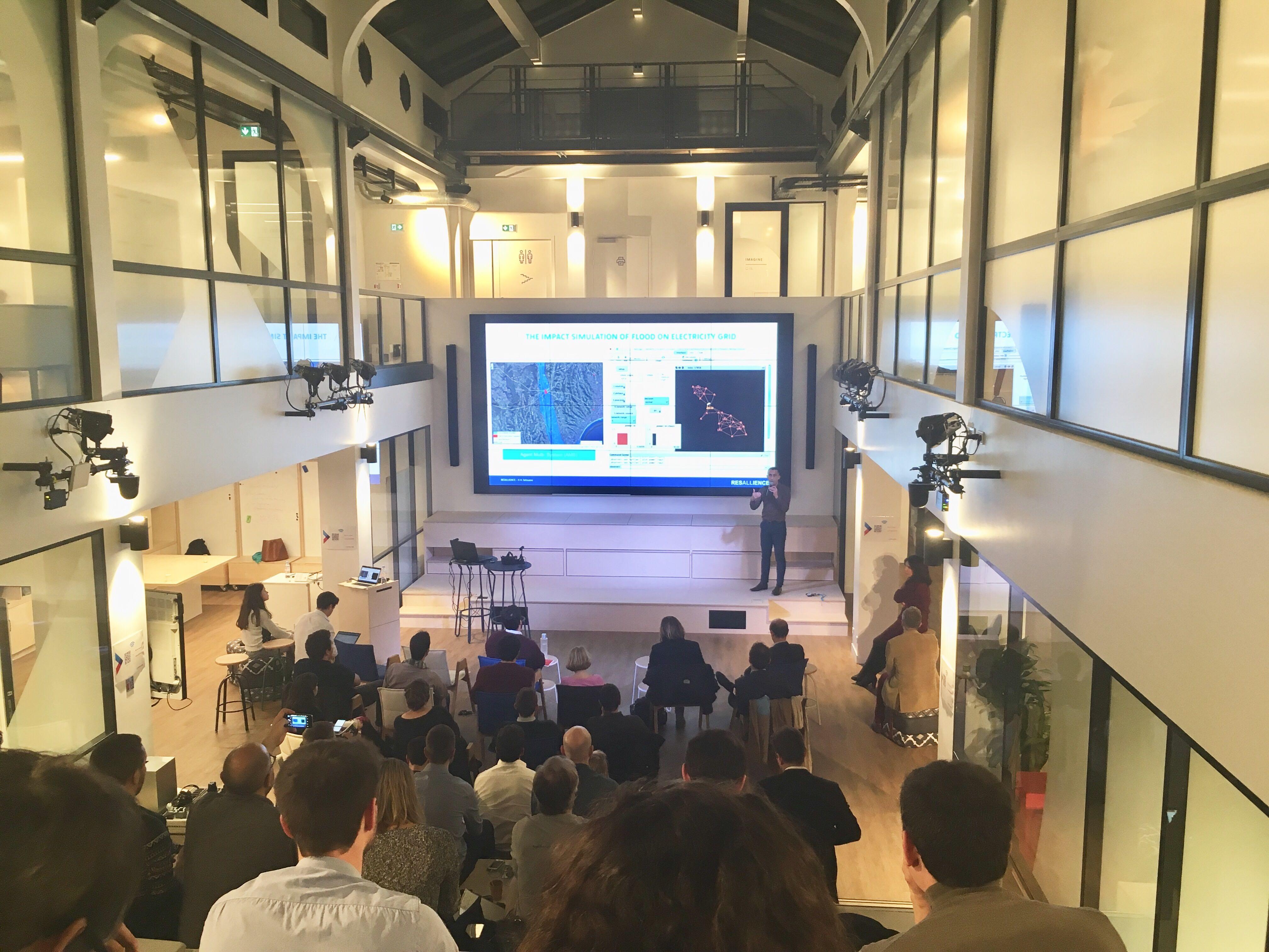 Demo Time : intrapreneurs et startups montent sur scène à Leonard:Paris